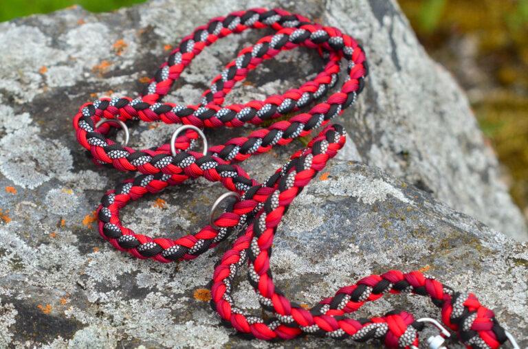 Rot und Schwarz passen einfach wunderbar zusammen. Durch das weiß gemusterte Cord wirkt die Leine noch interessanter